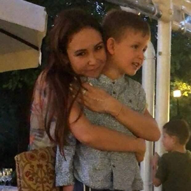 Ляйсан Утяшева впервые показала детей от Павла Воли