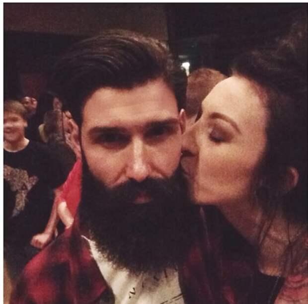 Мужчина впервые за 10 лет сбрил бороду, и жена его не узнала