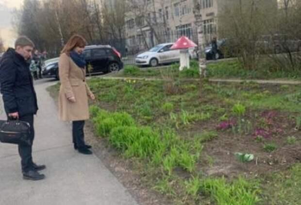 Глава управы поручила залатать ямы на Новгородской, Абрамцевской и Череповецкой