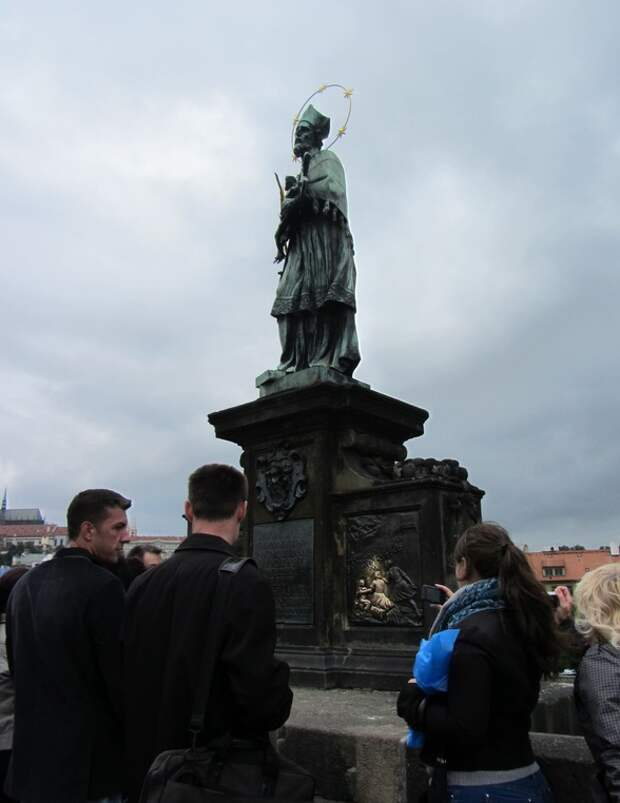 Памятник на Карловом мосту