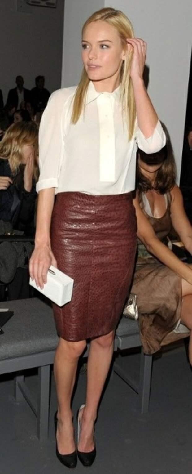 кожаная юбка с шелковой блузкой