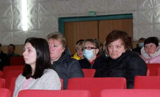Глава района в рамках дня информирования встретился с работниками ОАО ´Невский-Агро´ и жителями аг. Ковали.