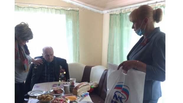 Елена Крестьянинова навестили ветерана ВОВ Павла Ивановича Гаращенко