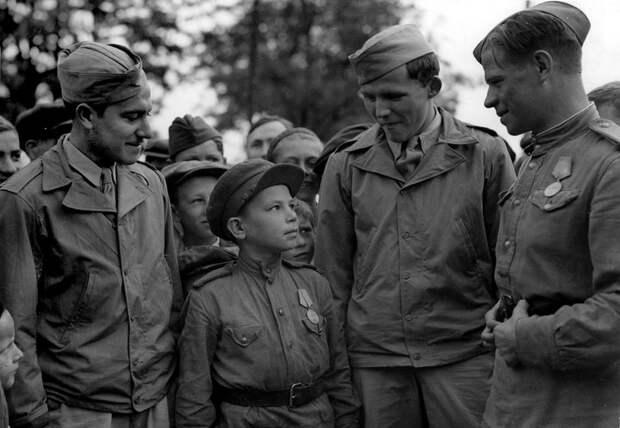 Дети — актёры, погибшие на войне .