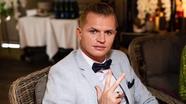 Решивший урезать алименты дочери Дмитрий Тарасов готовит курсы по воспитанию детей