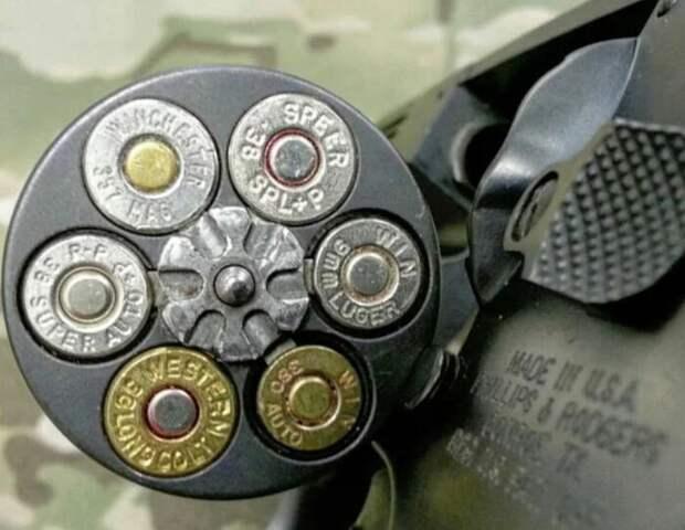 Но этот револьвер может заряжаться самыми разными патронами сразу. |Фото: vk.com.