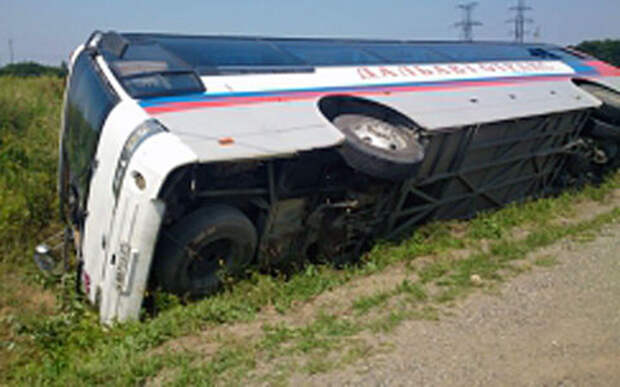 В перевернувшемся автобусе пострадали 6 человек