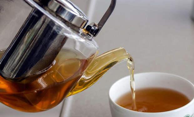 Разбавлять чай некипяченой водой вредно: мнение экспертов и тест на видео