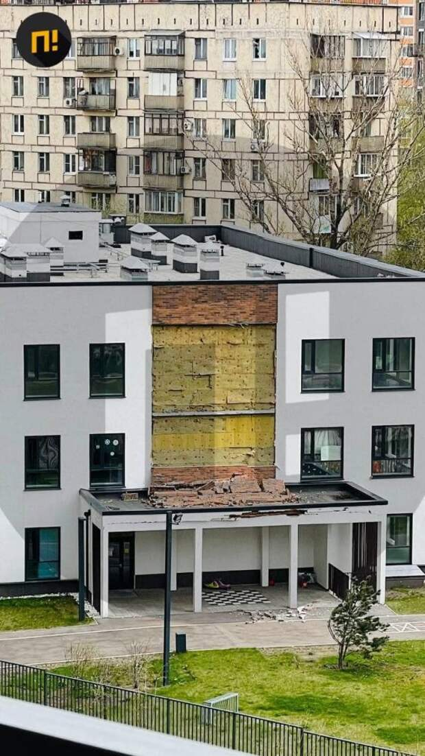 В детском саду на Красноказарменной обрушилась часть фасада
