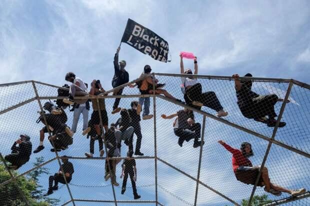19 мощных фото протестов в США