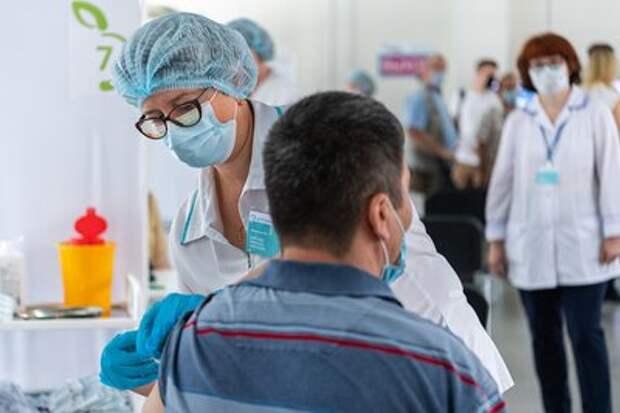 Пункт вакцинации для мигрантов открылся в торговом центре «Садовод»