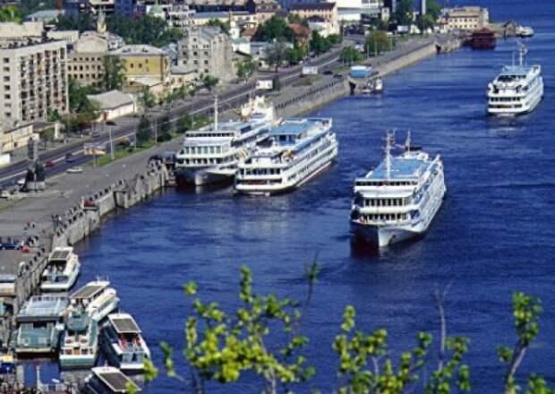 Министр транспорта Украины запретил российским судам заплывать даже в реки