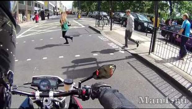 Не рычи. Видео прикол. Мотоцикл и пешеходы
