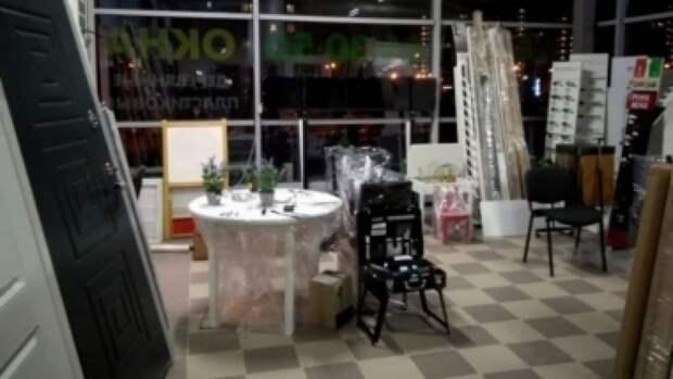 Стальная дверь упала на трехлетнего ребенка в калининградском магазине