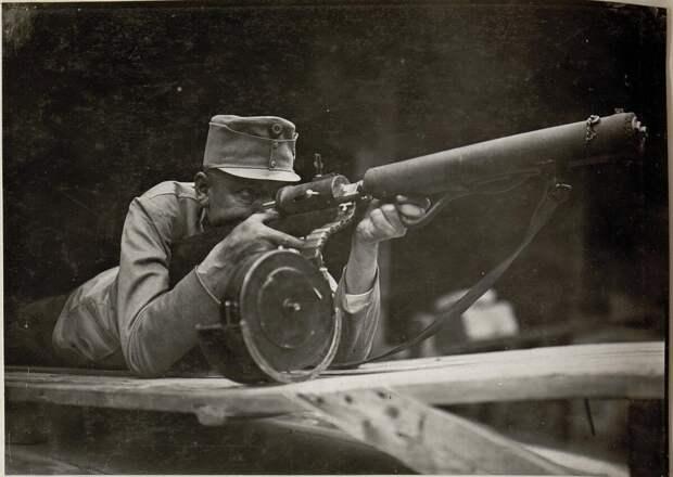 Хелльригель 1915: сверхлегкий пулемёт.