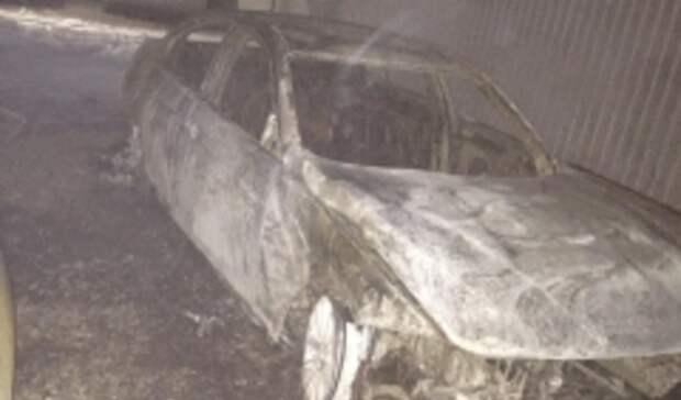 Четверых человек задержали заподжог машины судьи вРостовской области