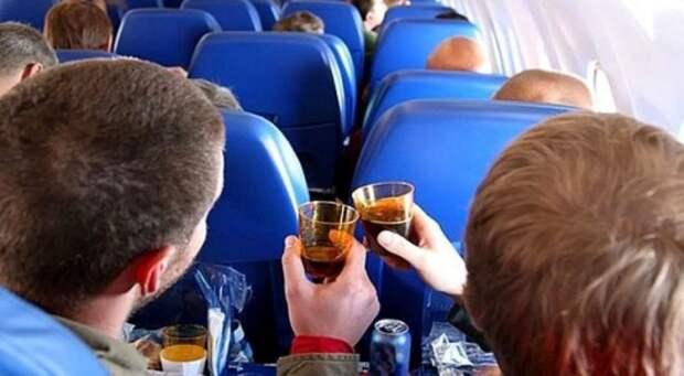 Что проверяют бортпроводницы, когда приветствуют каждого из пассажиров