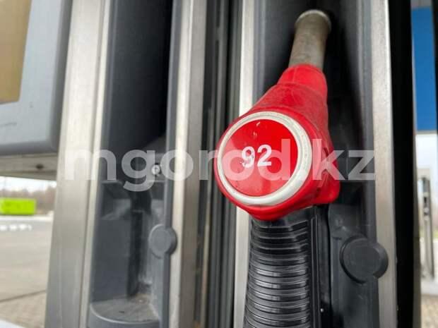 Глава Нацбанка объяснил рост цен на бензин