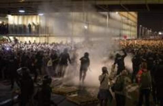 130 человек пострадали в ходе протестов в Барселоне