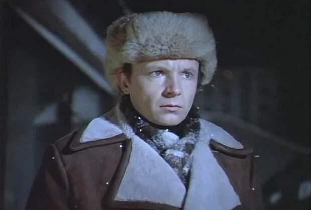 Женя Лукашин носил кроличью шапку-ушанку / Фото: svadba1000.ru