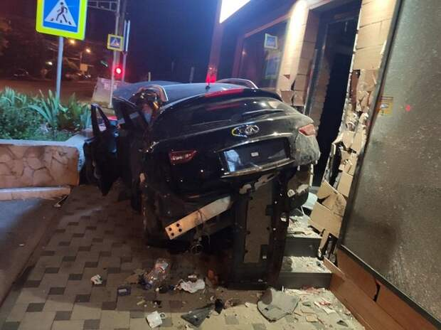 В Краснодаре пьяный водитель без прав устроил ДТП