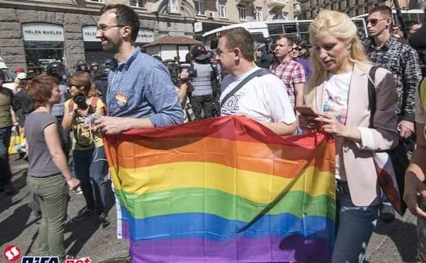 Муждабаев советует Байдену не увлекаться гейством и лесбиянством
