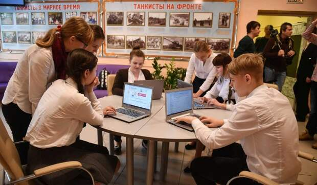 Сергей Кириенко оценил интерес школьников к киберспорту