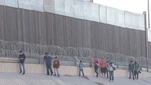 Калифорния ищет место для строительства палаточных городков для мексиканских мигрантов