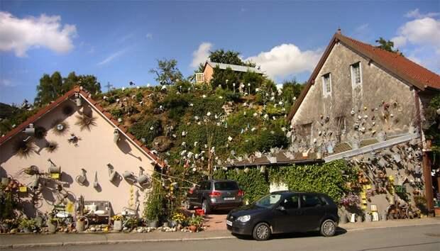 Француз украсил дом и магазинчик коллекцией ...садовых леек и прославился на весь мир