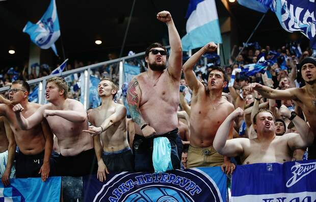 Фанаты «Зенита»— остычке натрибунах вГрозном: «Клуб предпочел переобуться насторону новых традиций»