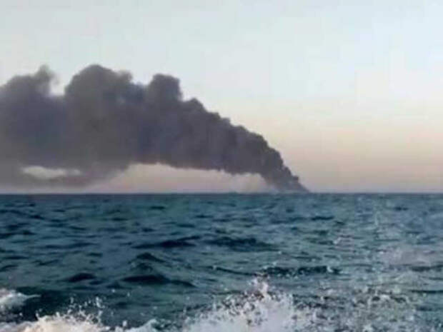 Вспомогательный военный корабль Ирана потонул  во время пожара в Оманском заливе