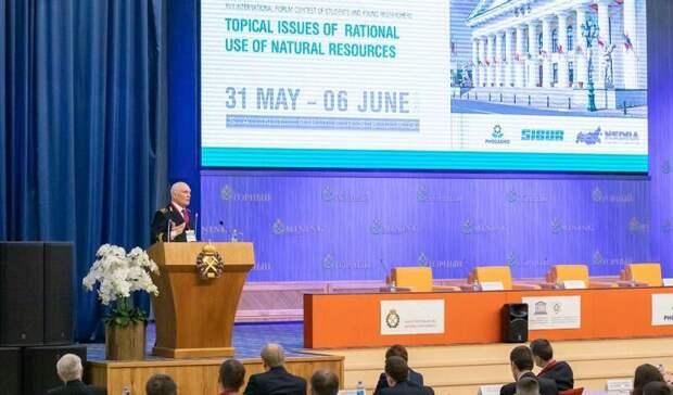 Нафорум молодых ученых вСанкт-Петербург приехало более 1000 студентов иаспирантов
