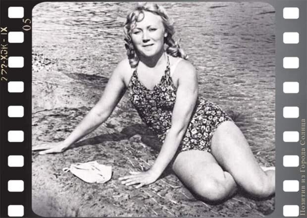 Первые красавицы советского кино вкупальниках наотдыхе