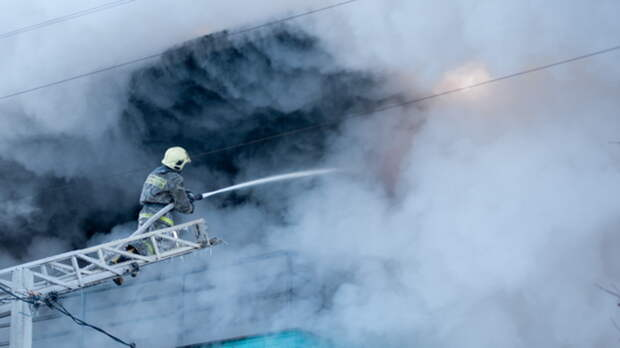 ВПятигорске изгорящей пятиэтажки эвакуировали 30 жильцов