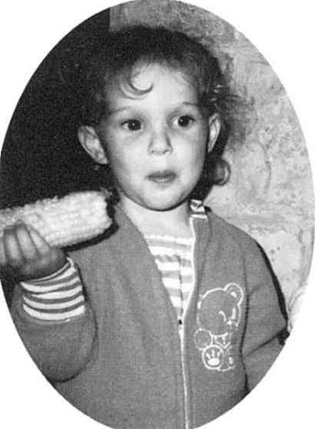 14 архивных фото из детства и молодости знаменитостей