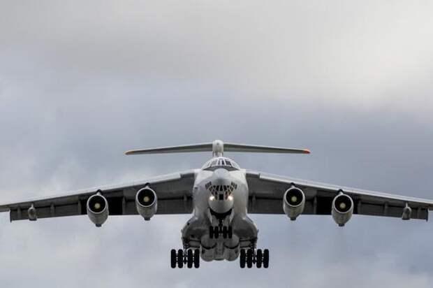 В Подмосковье к аварийной посадке готовится самолёт Ил-78