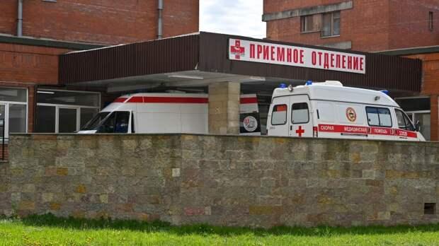 Хоккейные ворота рухнули на четырехлетнего малыша в Петербурге