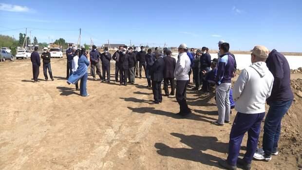 Жители Атырауской области требуют от «КазМунайГаза» восстановить земли после добычи нефти