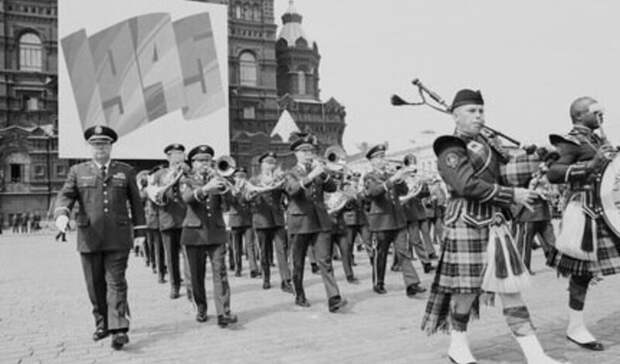 Триумф пацифизма: самый необычный в нашей истории Парад победы прошел 9 мая 1992 года