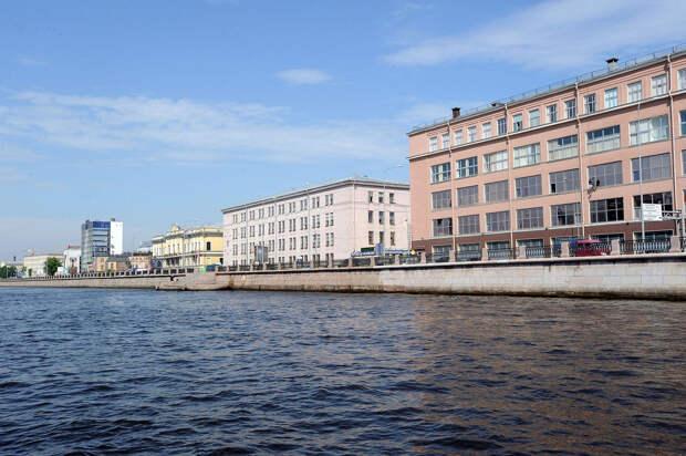 DSC 49951 Нефасадный Петербург: вид с воды