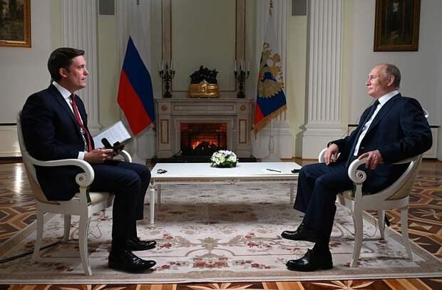 """Путин попросил американского журналиста """"не затыкать ему рот"""" во время интервью"""