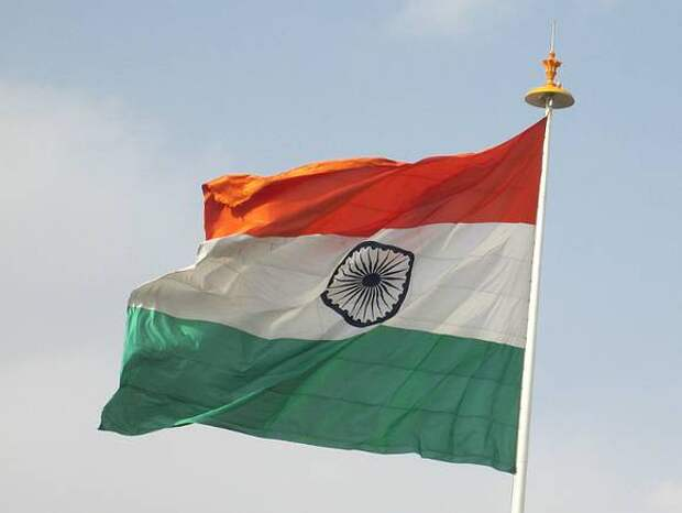 ВВС: В Индии на берег реки вынесло сотни трупов жертв коронавируса