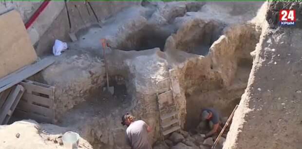 В Керчи обнаружили 26 захоронений средневекового периода