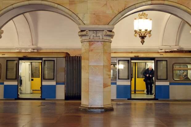 В московском метро поезд застрял в тоннеле