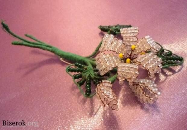 плетем лилию
