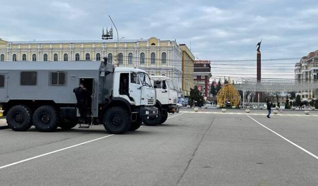 Автозаки приехали на площадь Ленина в Ставрополе