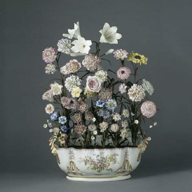 «Живые» фарфоровые цветы мастеров XVIII века