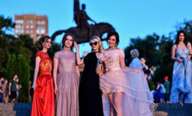 Как изменился дизайн выпускного платья за последние 80 лет
