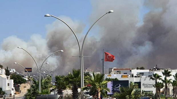 В районе турецкого Бодрума взяли под контроль пожар, из-за которого объявляли эвакуацию