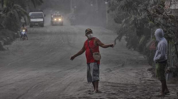 Вулкан Тааль на Филиппинах выбросил лаву и еще 5 новостей, которые вы могли проспать